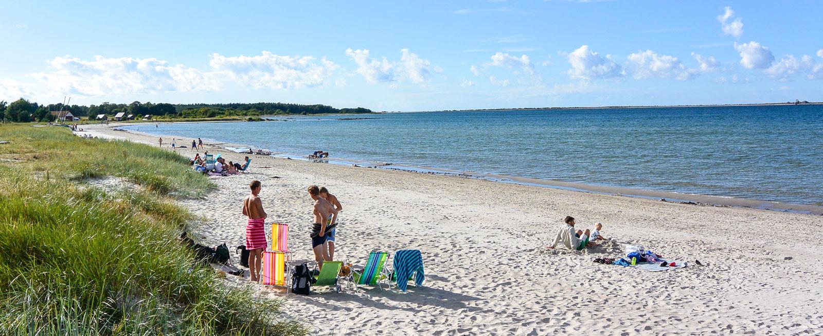 Ett par av de havsnära platserna på Sudersands Strandcamping.