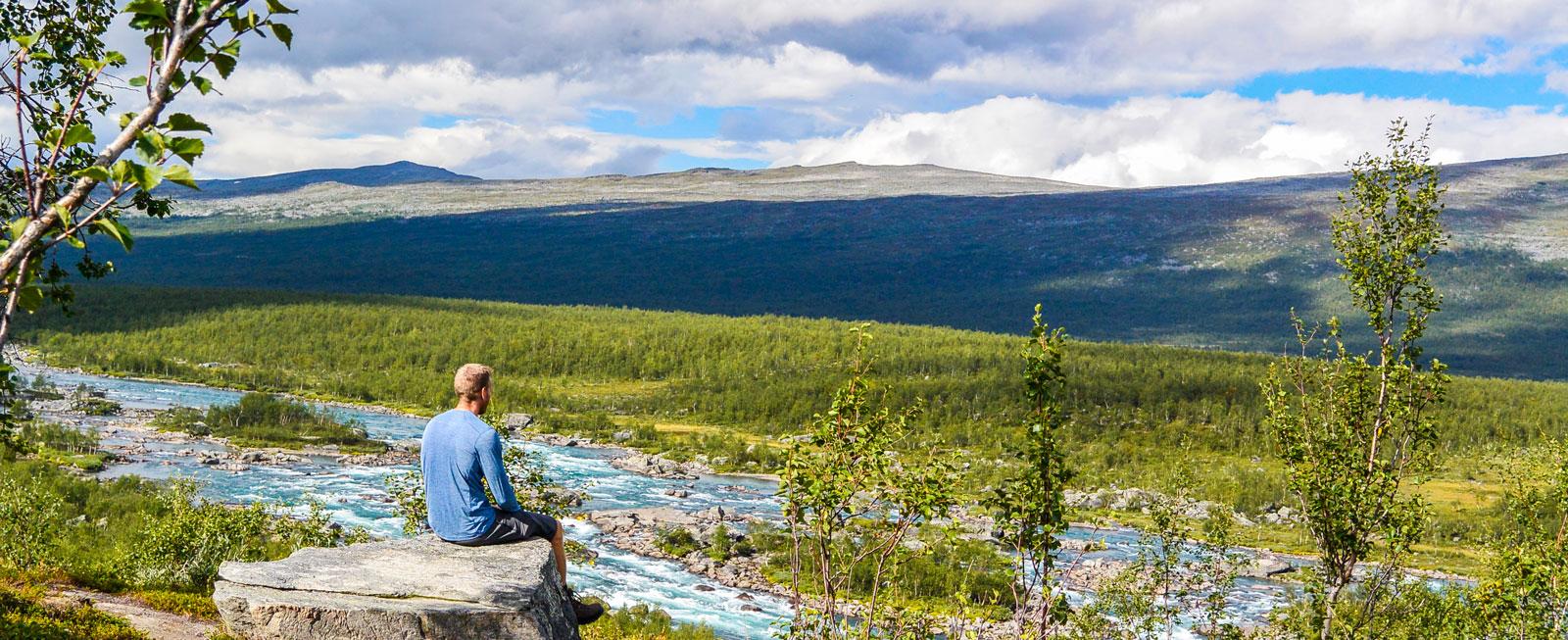 På andra sidan vattnet väntar vildmarken och den 16 mil långa Padjelantaleden.