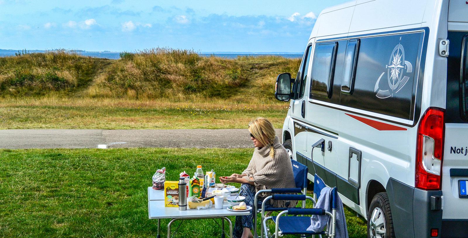 Frukost på en av de härliga platserna nere vid havet.