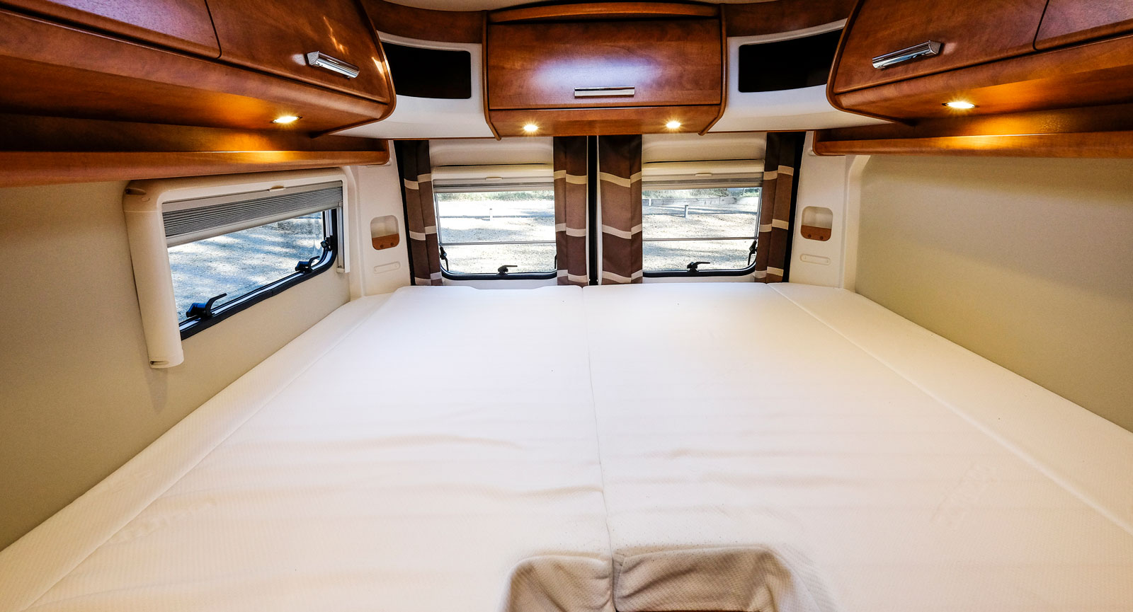 De 196 cm långa sängarna är smalare i fotänden, vilket gör det lättare att kliva upp – men svårare att hitta passande lakan.