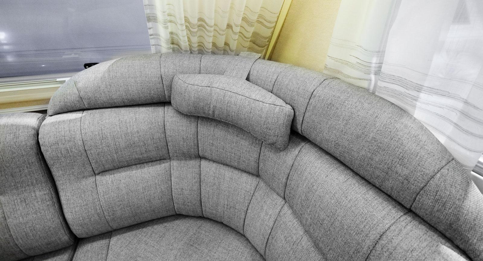 Bra komfort i U-soffan är a och o i en modern husvagn.