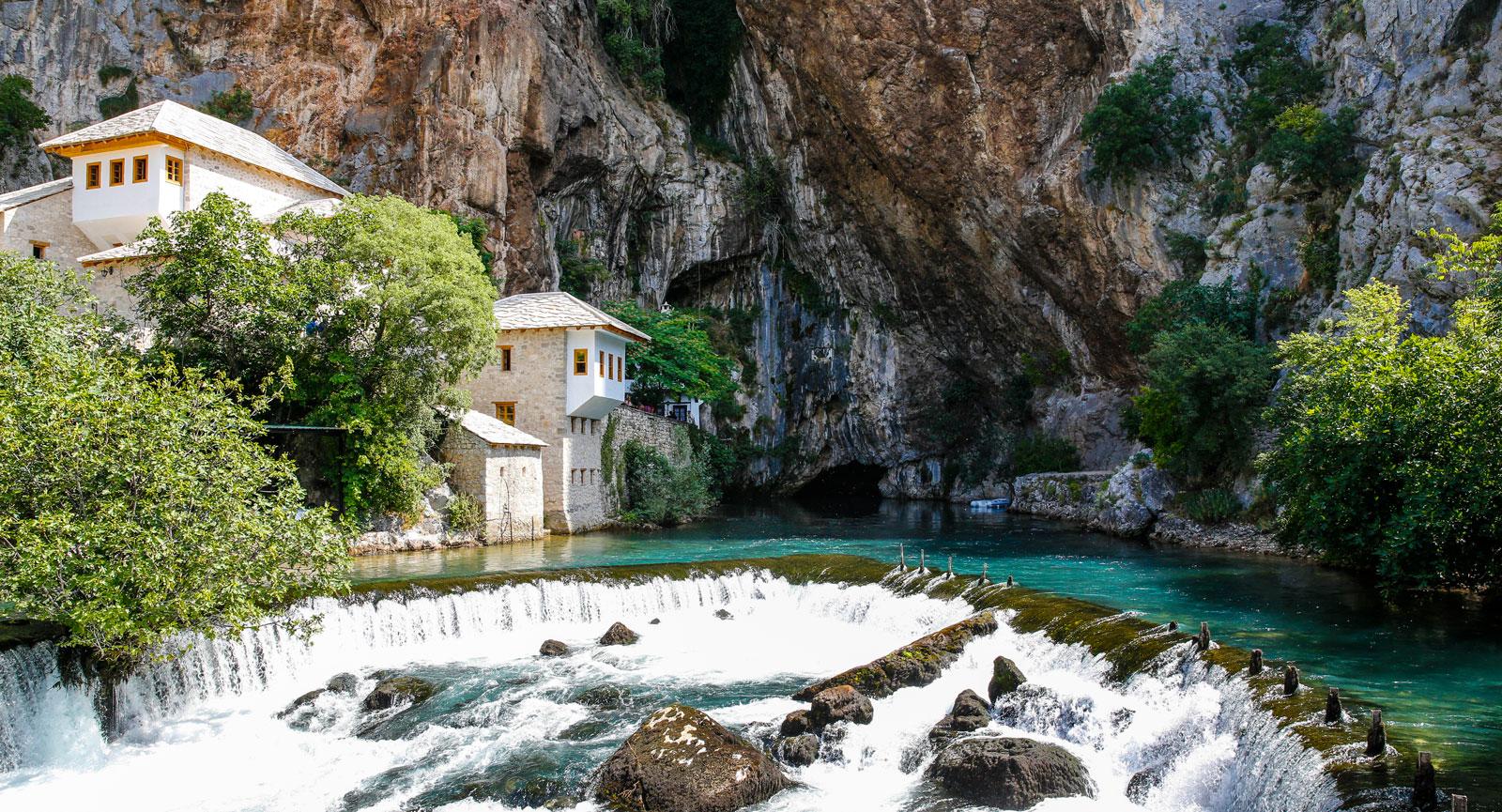 Blagaj och floden Bunas källa, omkring 12 km sydost om Mostar.