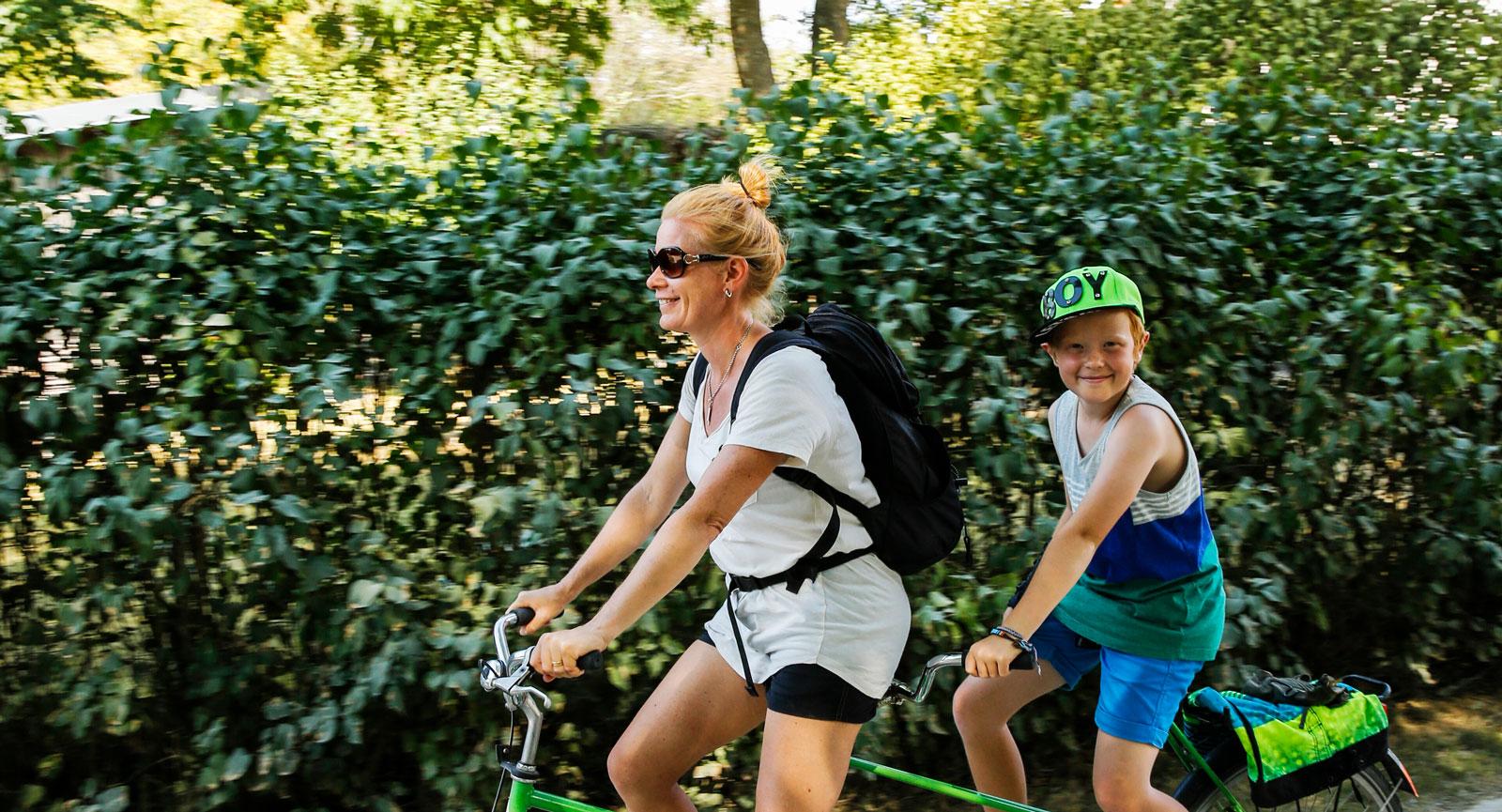 Missa inte möjligheten att uppleva Sydkoster med tandemcykel.