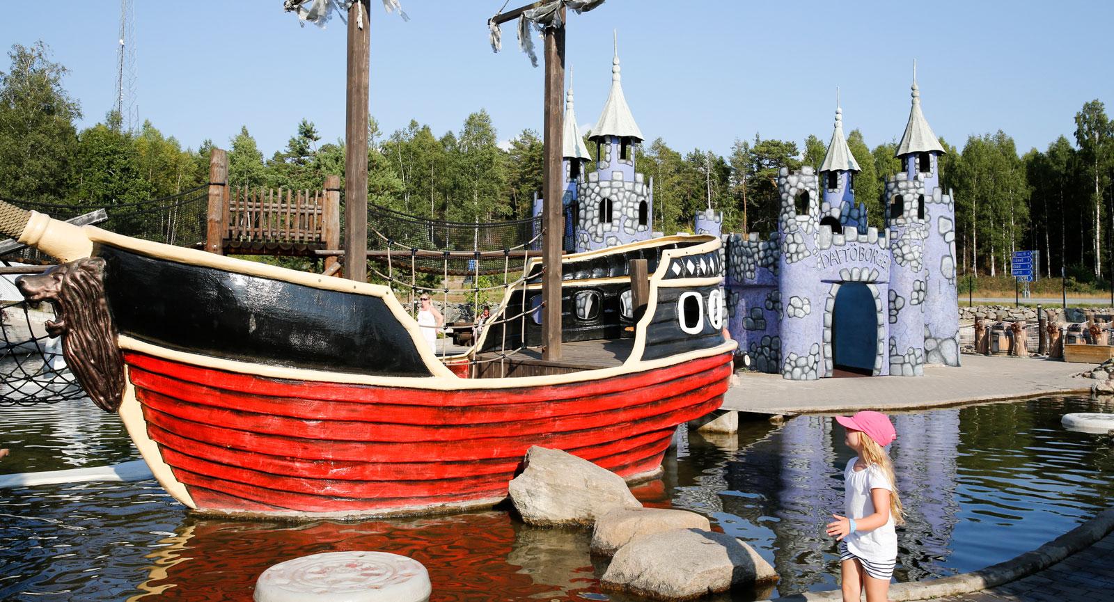 Sjörövartemat genomsyrar hela Daftöland.
