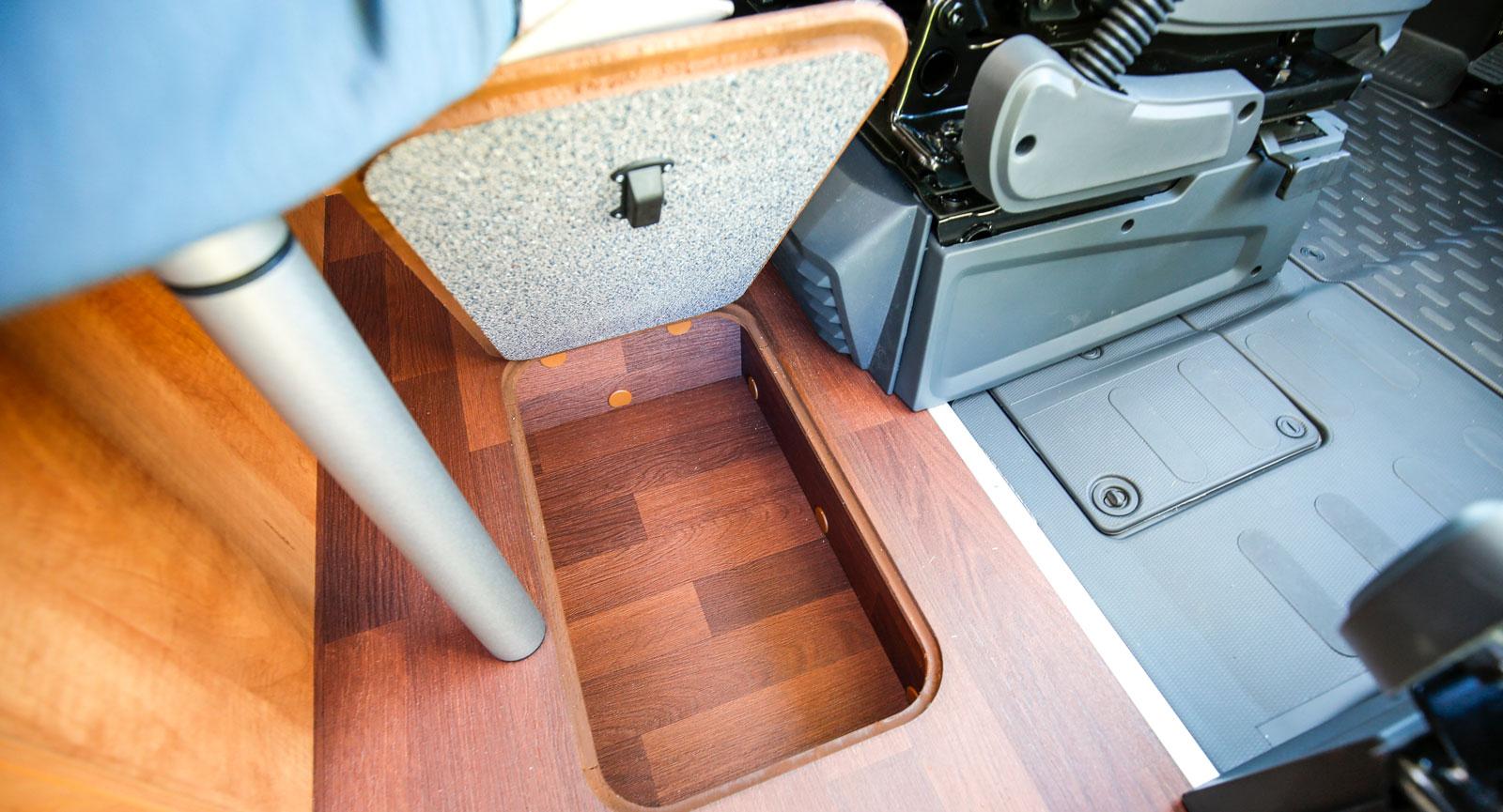Hela kompaktbilen är full av smarta förvaringslösningar.