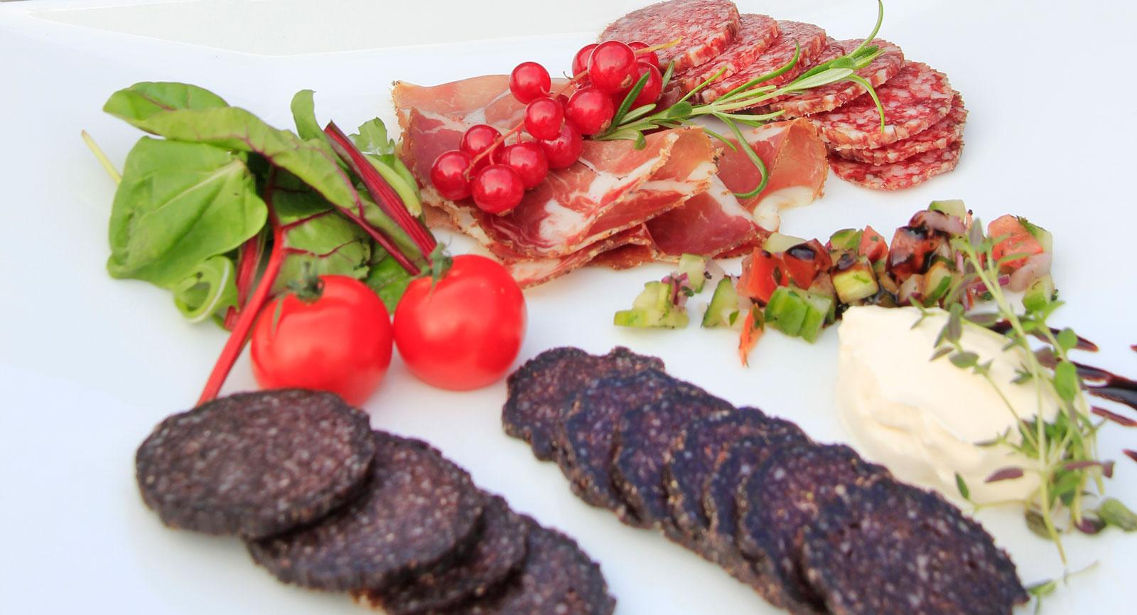 """Lokalt. Norsk """"spekemat"""", med lufttorkat kött och smakrika korvar, är ett måste under Lillehammerbesöket."""