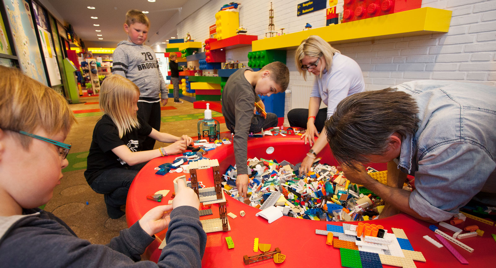 Paus på hotellet för lite eget legobyggande, vilket i sig var lite av en bristvara på Legoland!