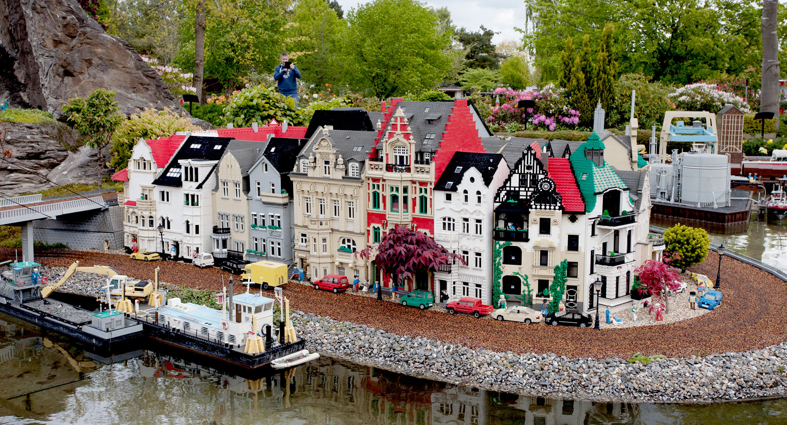 Känd vy över Düsseldorf av alla ställen! Miniland upphör inte att fascinera och detta är en bit av Altstadt, gamla stan, i Düsseldorf. Numera är även Miniland en klassiker på Legoland.