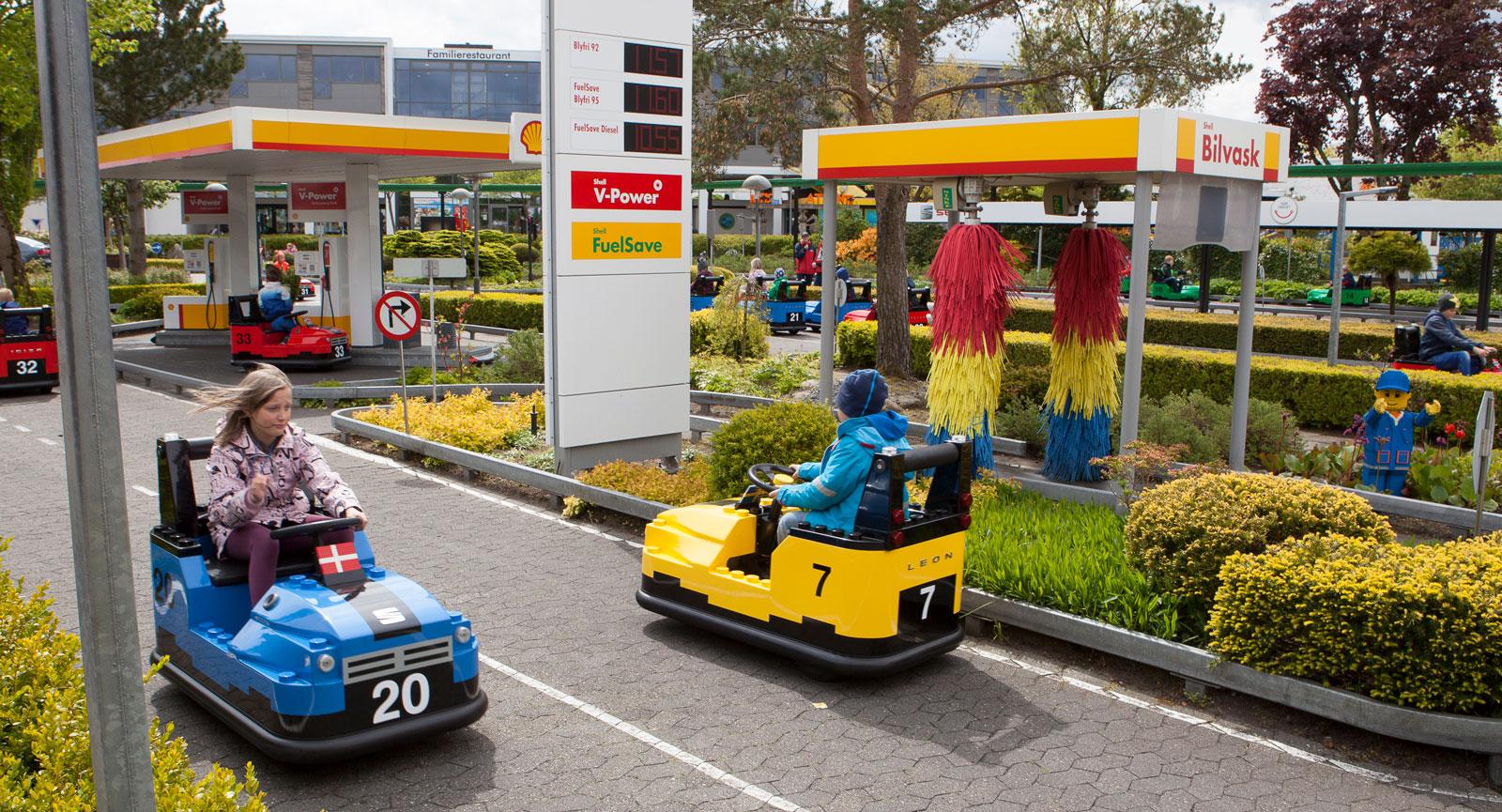 Körskolan är väldigt populär så det gäller att boka körtid! Underhållande även för åskådarna stundtals.