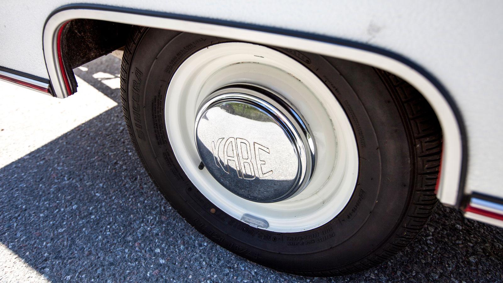 Supersnygga kromade hjulsidor av äkta plåt.