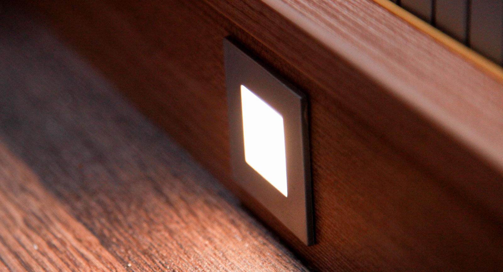 Infälld golvbelysning – lika praktiskt som läckert.