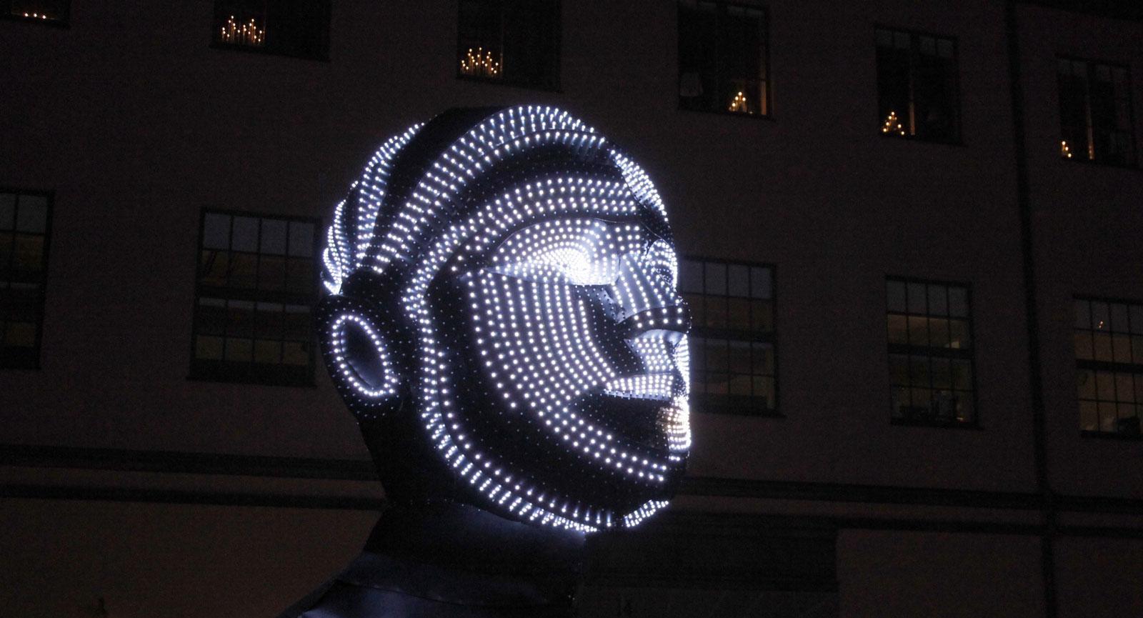 Talking Heads heter denna installation med 4000 dioder.