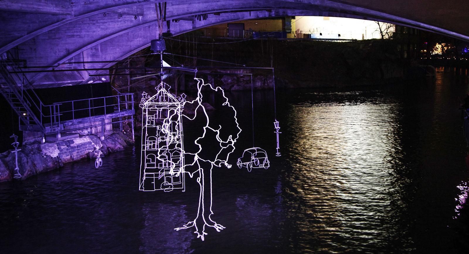 Under Järnbron finns denna installation som är den enda rörliga.