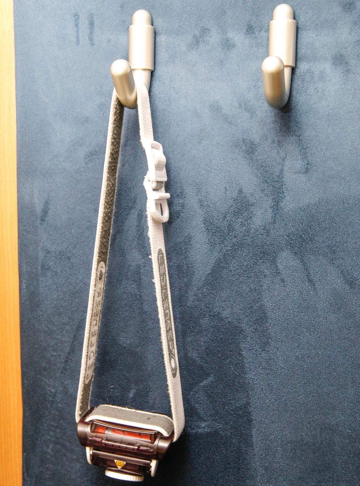 Lättillgängliga pannlampor innanför entrédörren är ett måste.