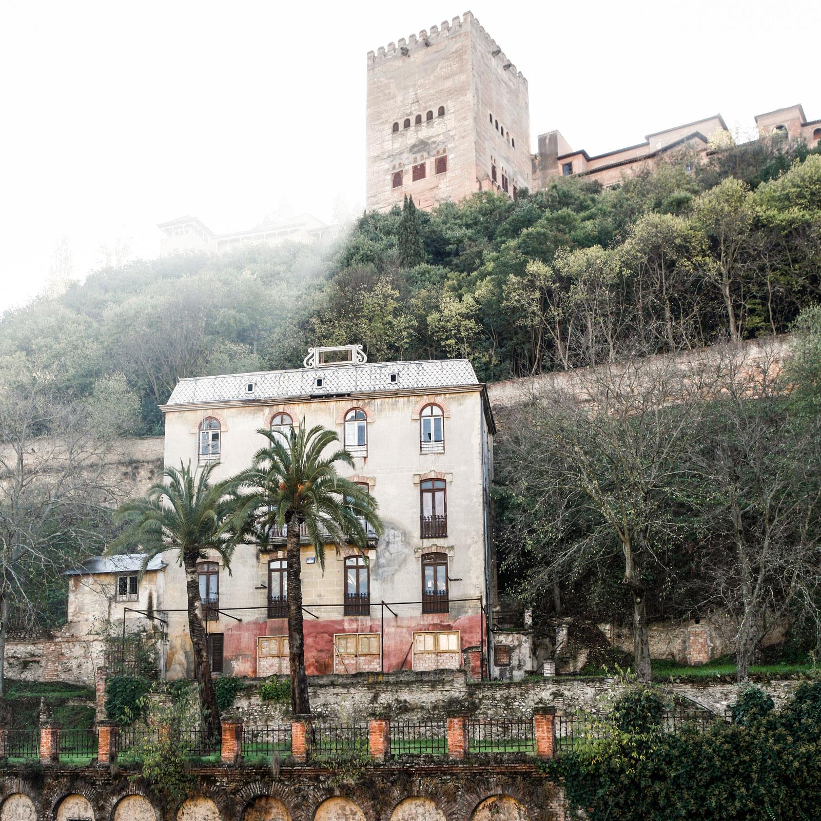 Granada ligger vackert under Alhambras skönhet.