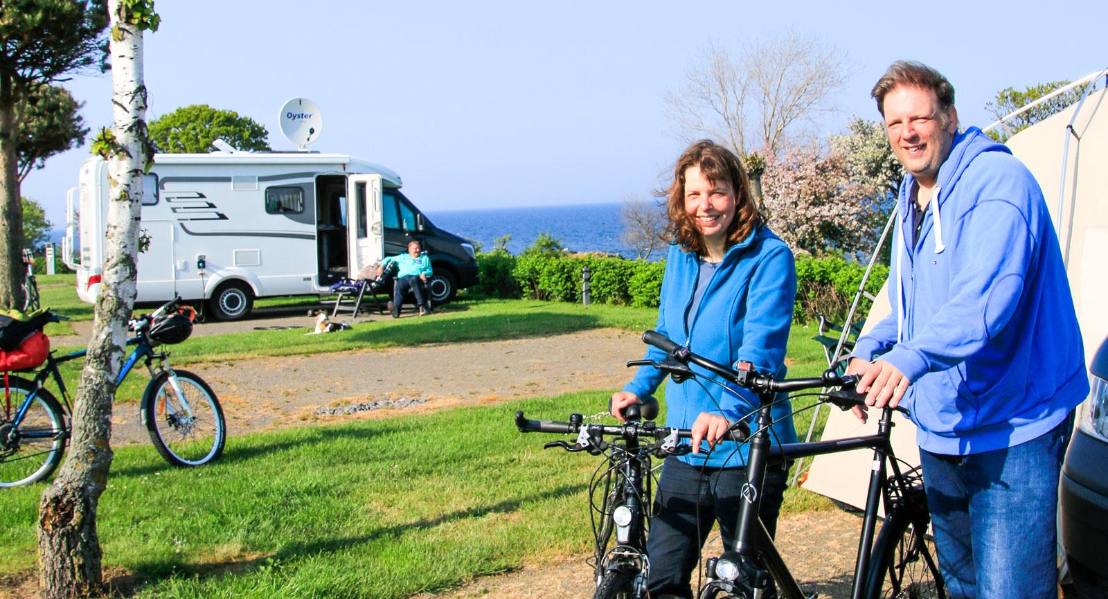 Karin Langenkamp och Ulf Jöhnke från Hamburg satsar på cykelturer under sin campingsemester på ön.