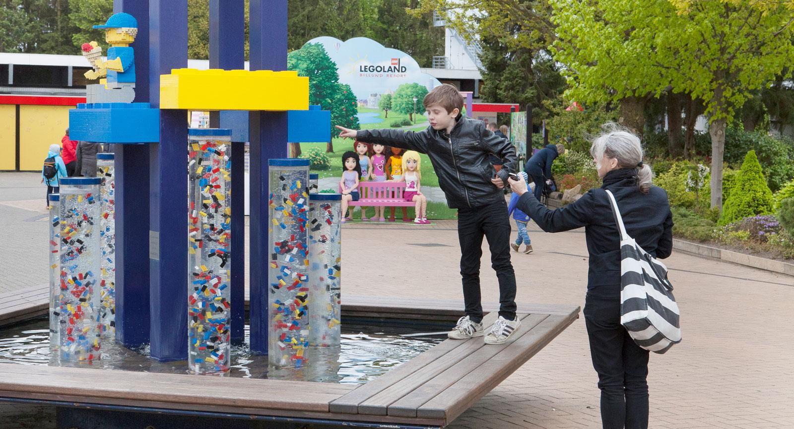 Legoland handlar givetvis om lego i alla dess former. En legofontän? Tja, varför inte!