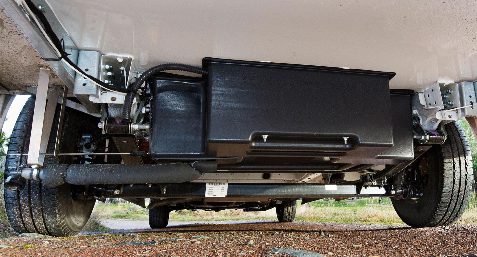 Gråvatten samlas i en isolerad och uppvärmd tank under bilen. Extra omsorg har lagts på att även isolera avtappningsröret.