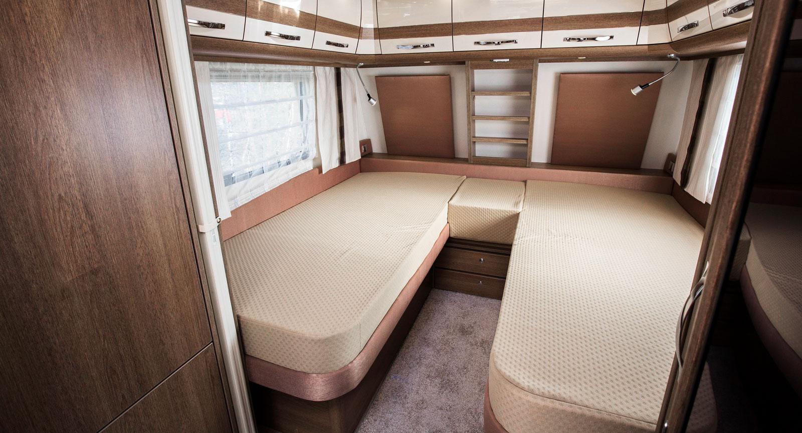 Sovrummet har breda sängar med sköna madrasser.