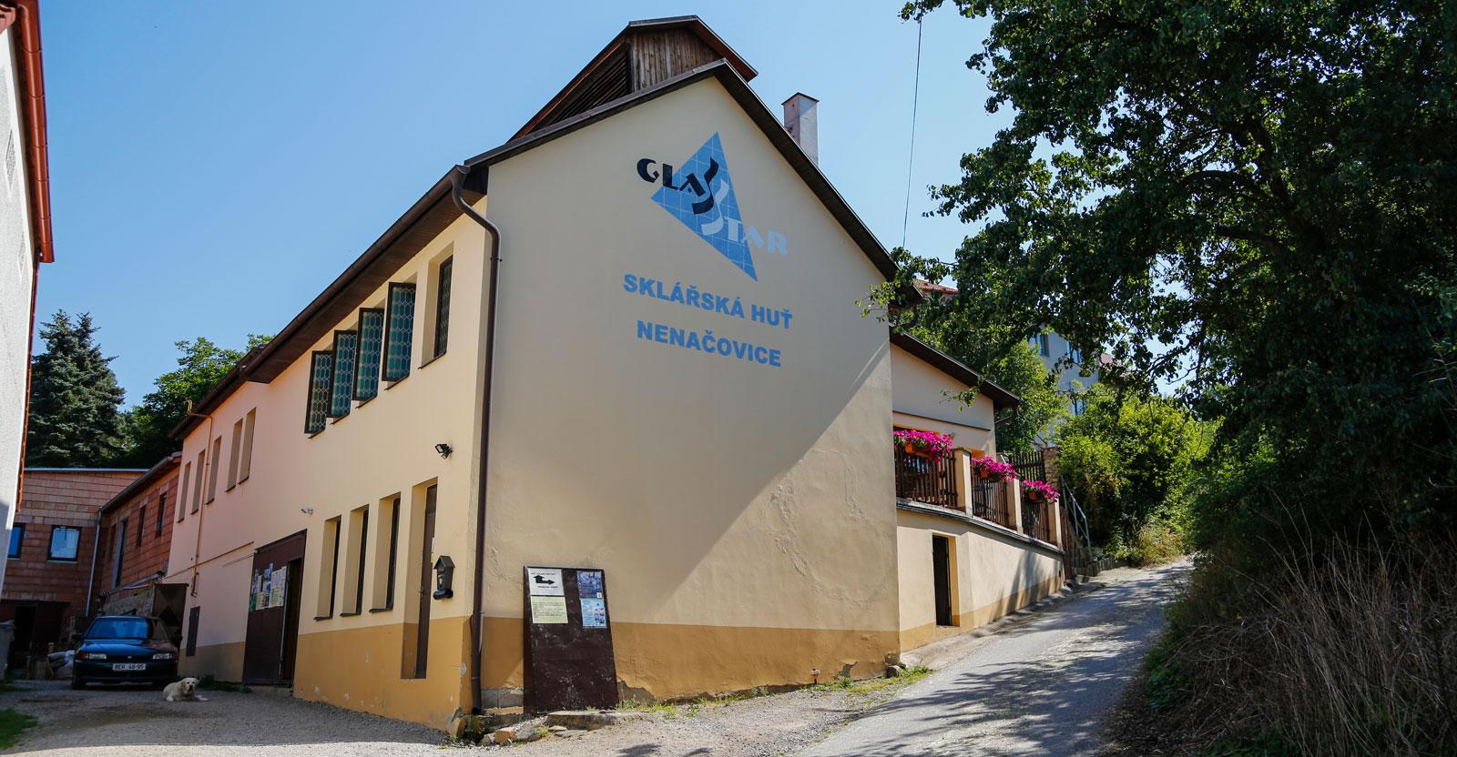 Glasbruket Nenacovice är väl värt ett besök för den som är intresserad.