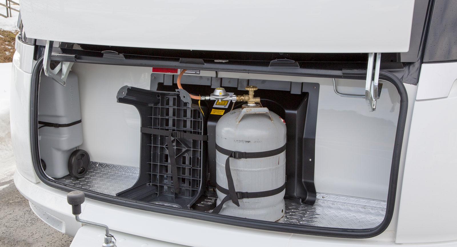 Gasolkoffert med plats för gråvattentank.