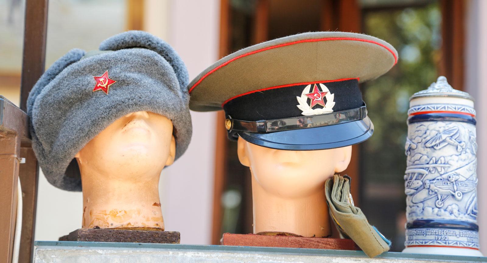 Tjeckien har en del souvenirer som påminner om svunna tider.