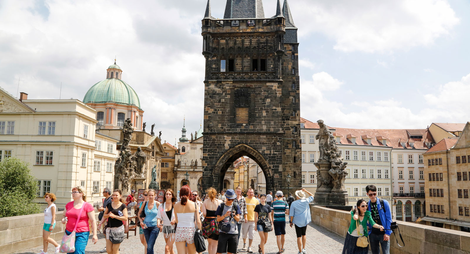 Mest kända turistmålet i Prag är tveklöst Karlsbron som kan rekommenderas. Särskilt kvällstid.