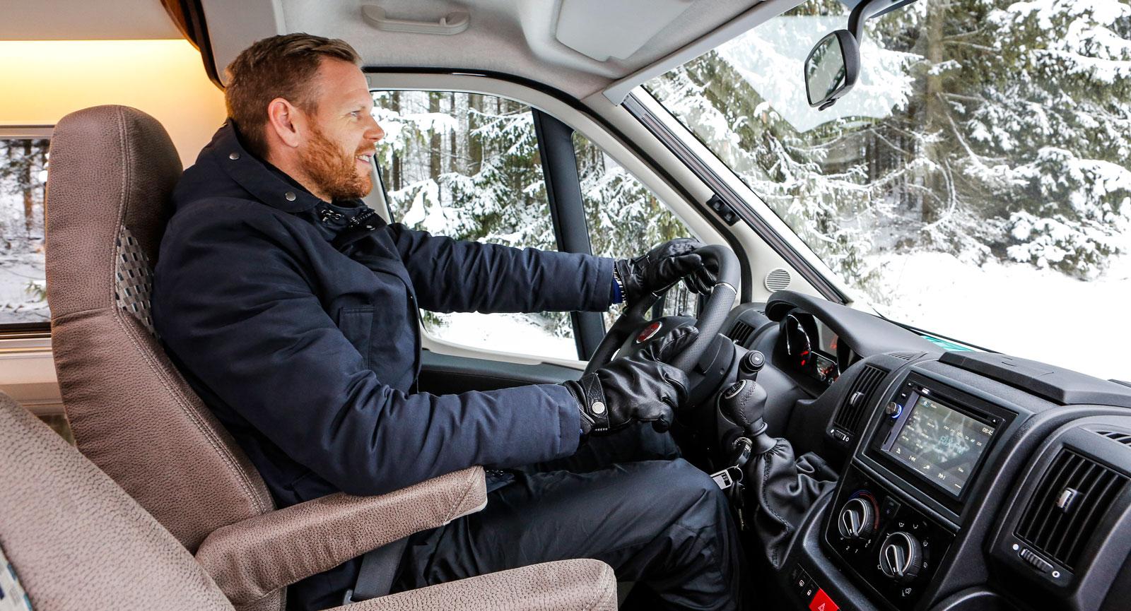 Bakom ratten är sikten god och det är lätt att hitta en bekväm körställning.