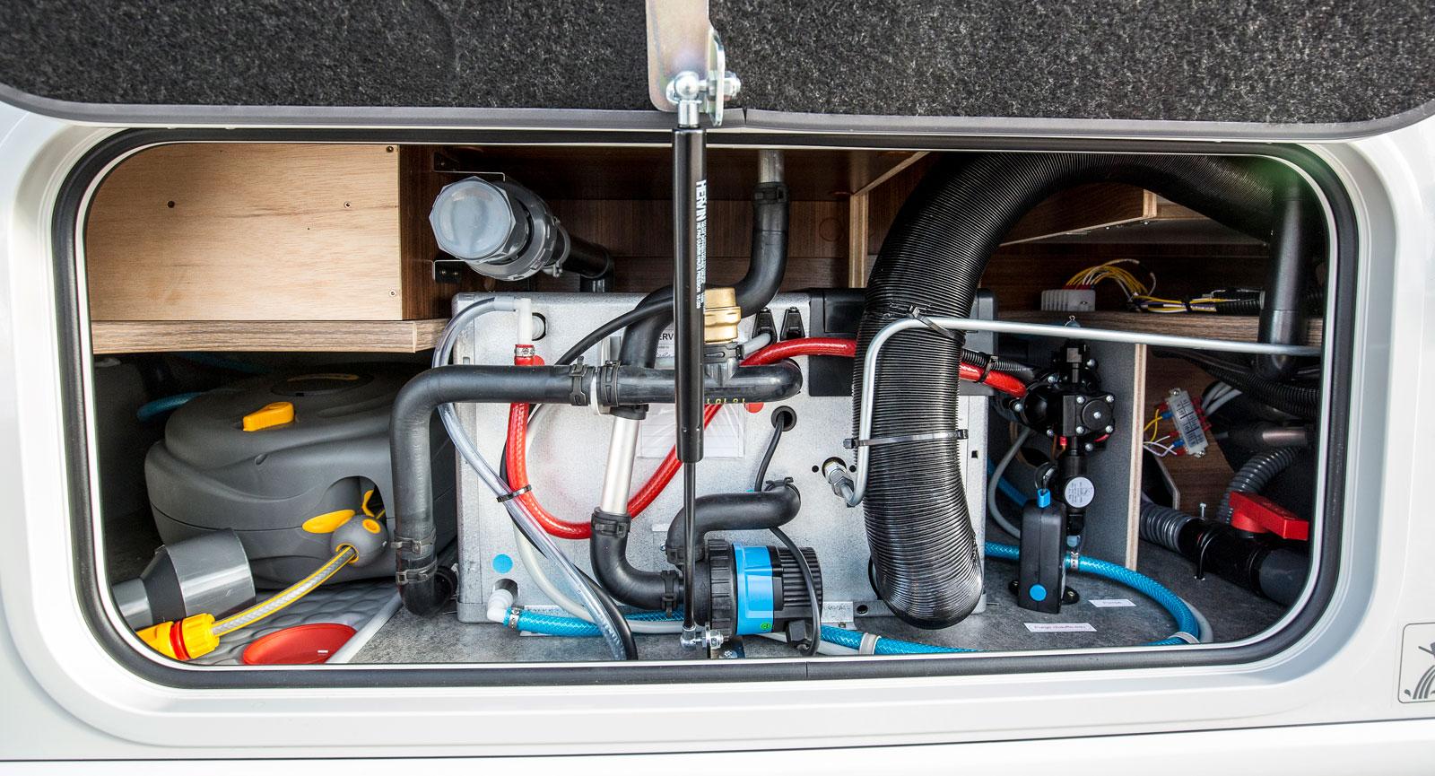 Även vatten och värmepanna har ett  eget utrymme i bilen.