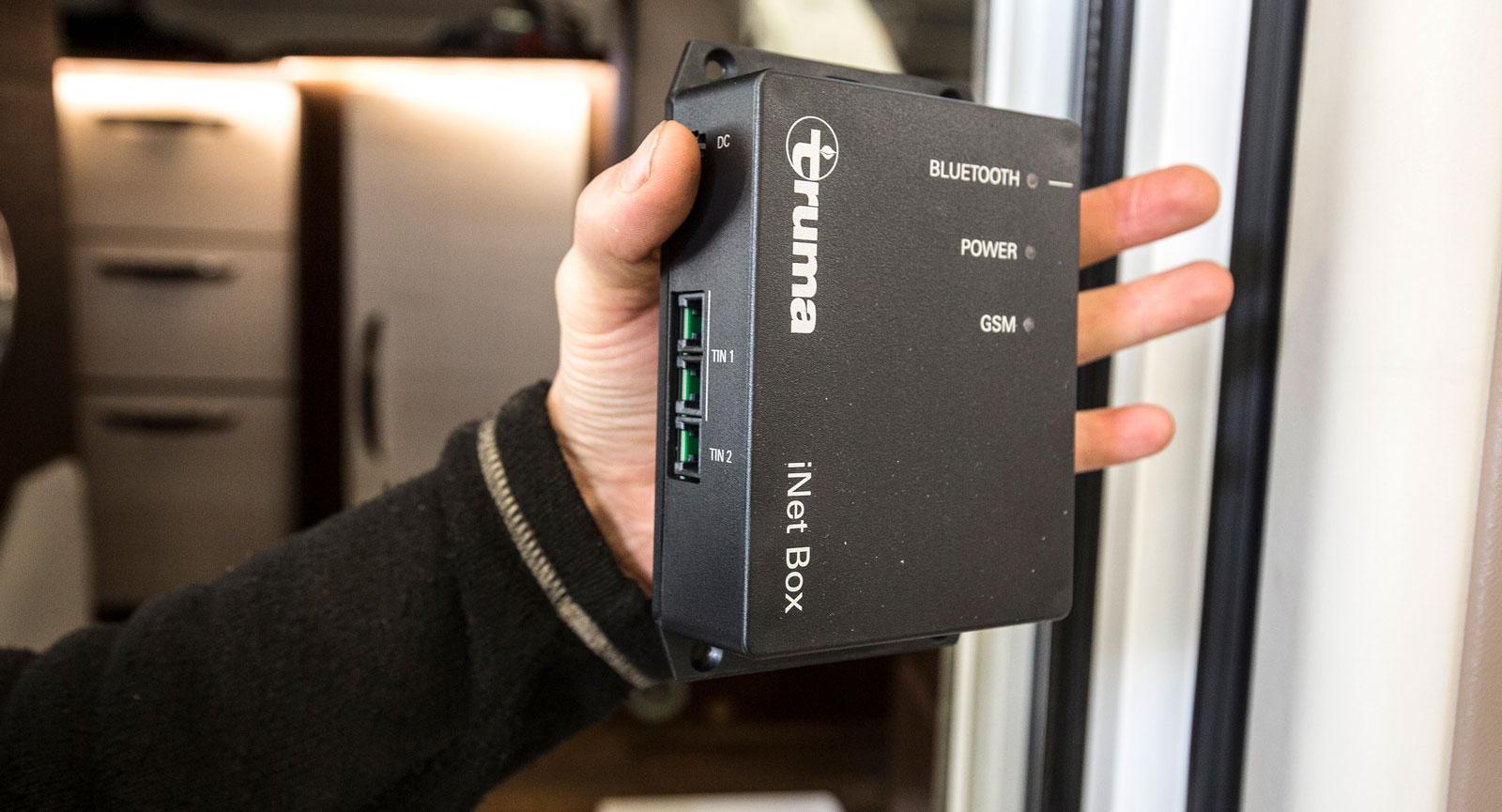 Hjärnan i systemet kommunicerar med Bluetooth och sms.