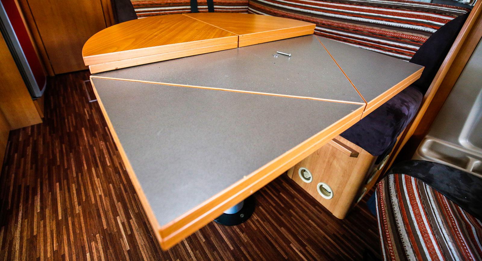 Extremt smart, men säkerligen tungt, utfällbart bord.