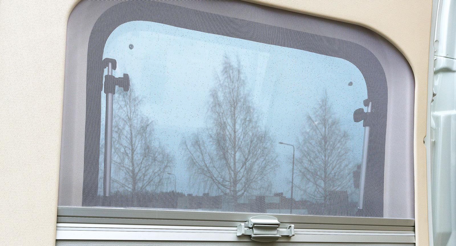 Myggnät på småfönstren bak känns lyxigt.