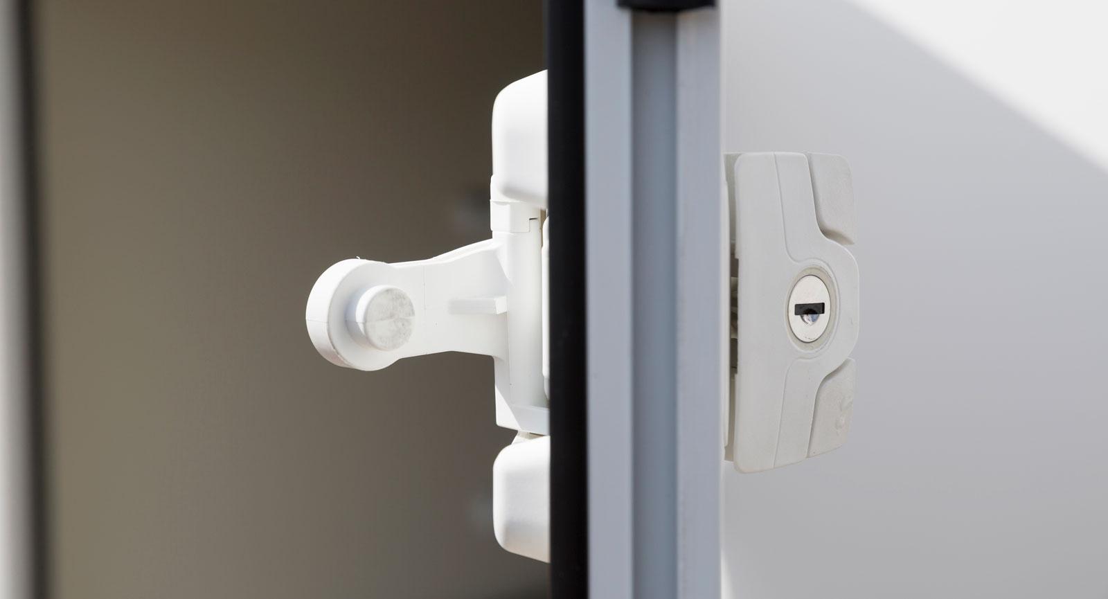 Den här låstypen är lätt att använda och kräver ingen styrka.