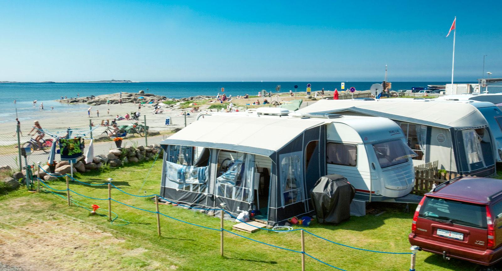 Halland har ett 20-tal campingplatser nära havet, många med cykeluthyrning, restauranger och ett rikt utbud av familjeaktiviteter.