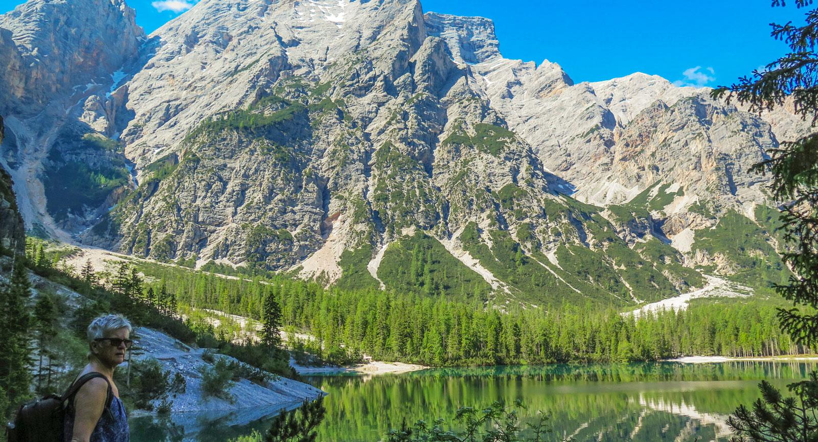 Att besöka Lago di Braies är som att stiga rakt in i ett vykort.