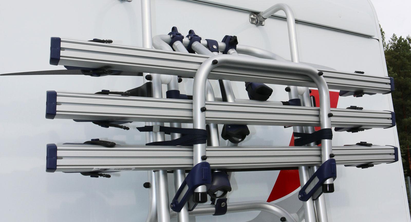 Cykelhållare för tre trampcyklar. Ett välkomnat tillval för den aktiva barnfamiljen.