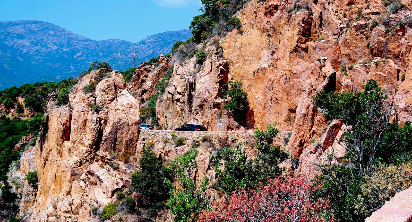 Korsika bjöd på dramatiska vägar och några av de vackraste platserna under resans gång.