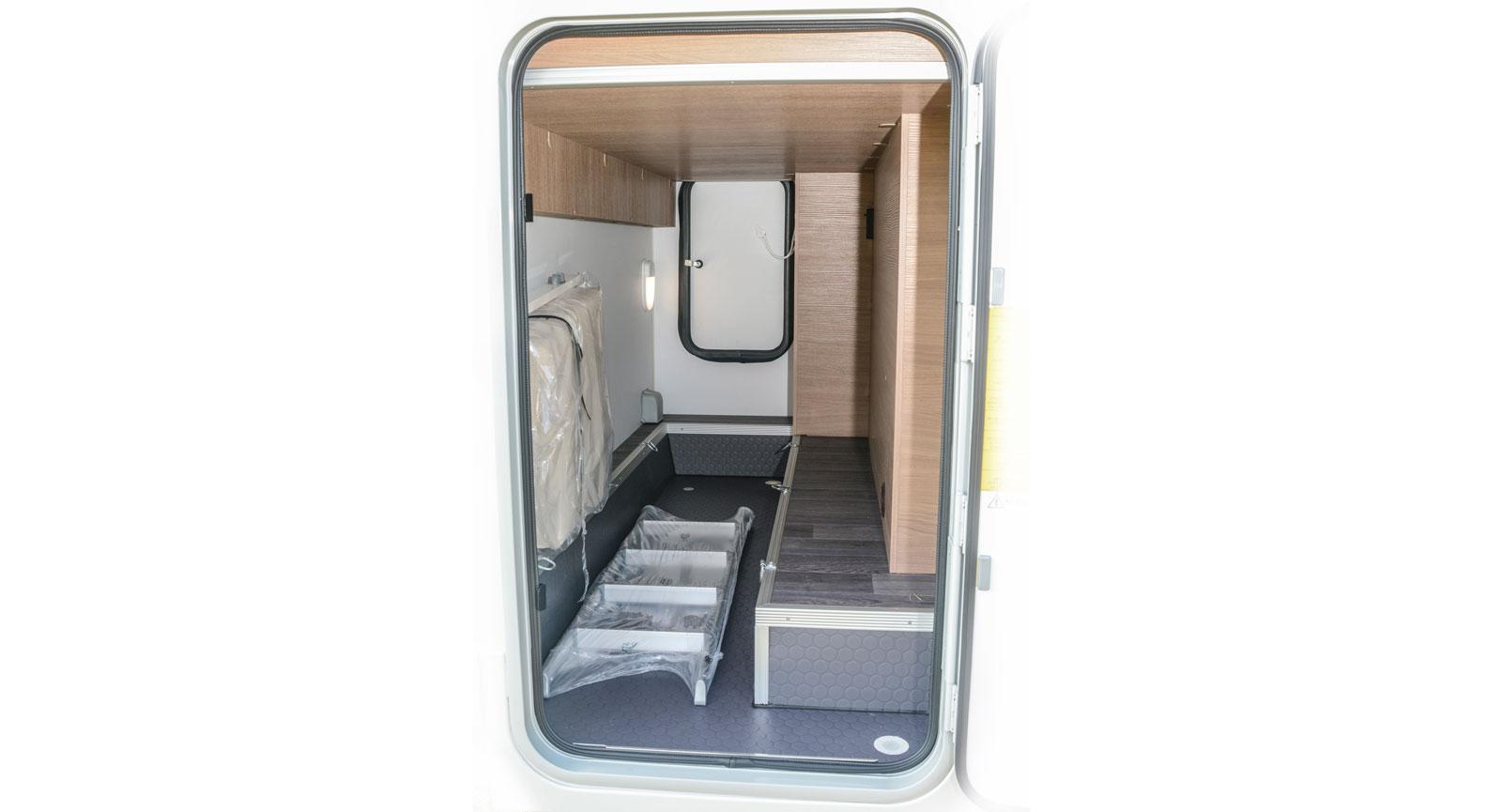 Garaget har både uppvärmning och belysning och är förhållandevis rymligt.