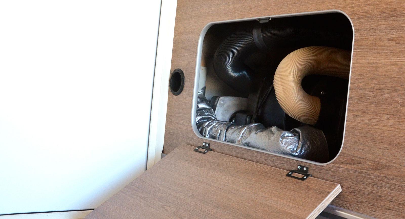 Gasolutrymmet finns i garaget vilket även gäller Trumas  värmepanna som nås genom en servicelucka i garaget.
