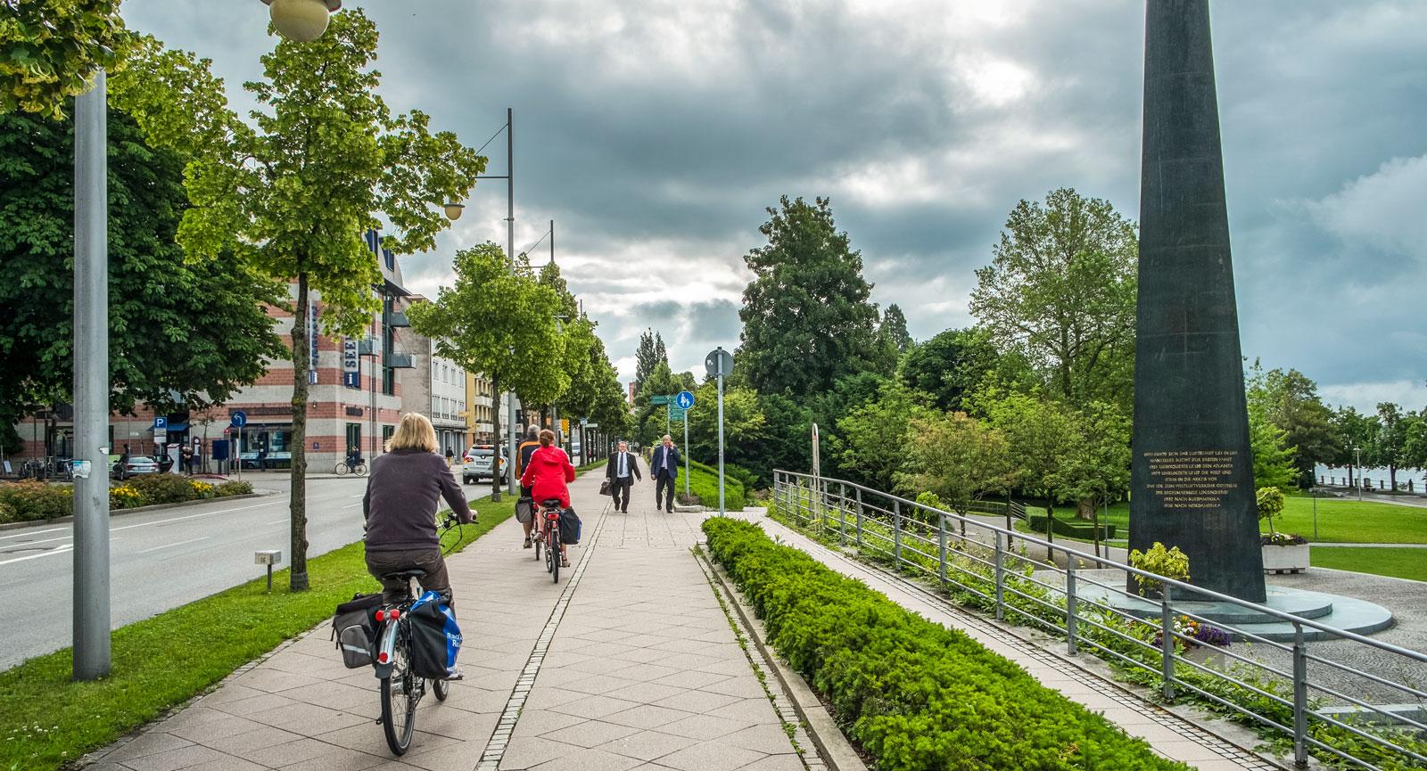 Det finns fina cykelvägar runt Bodensjön.