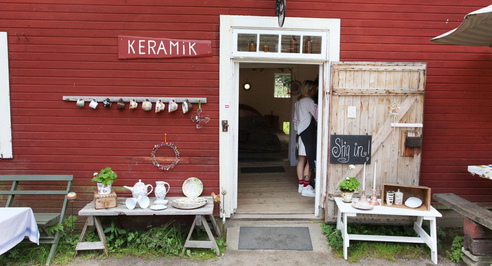 Keramik, kläder och delikatesser är exempel på vad du kan hitta när shoppingsuget slår till.