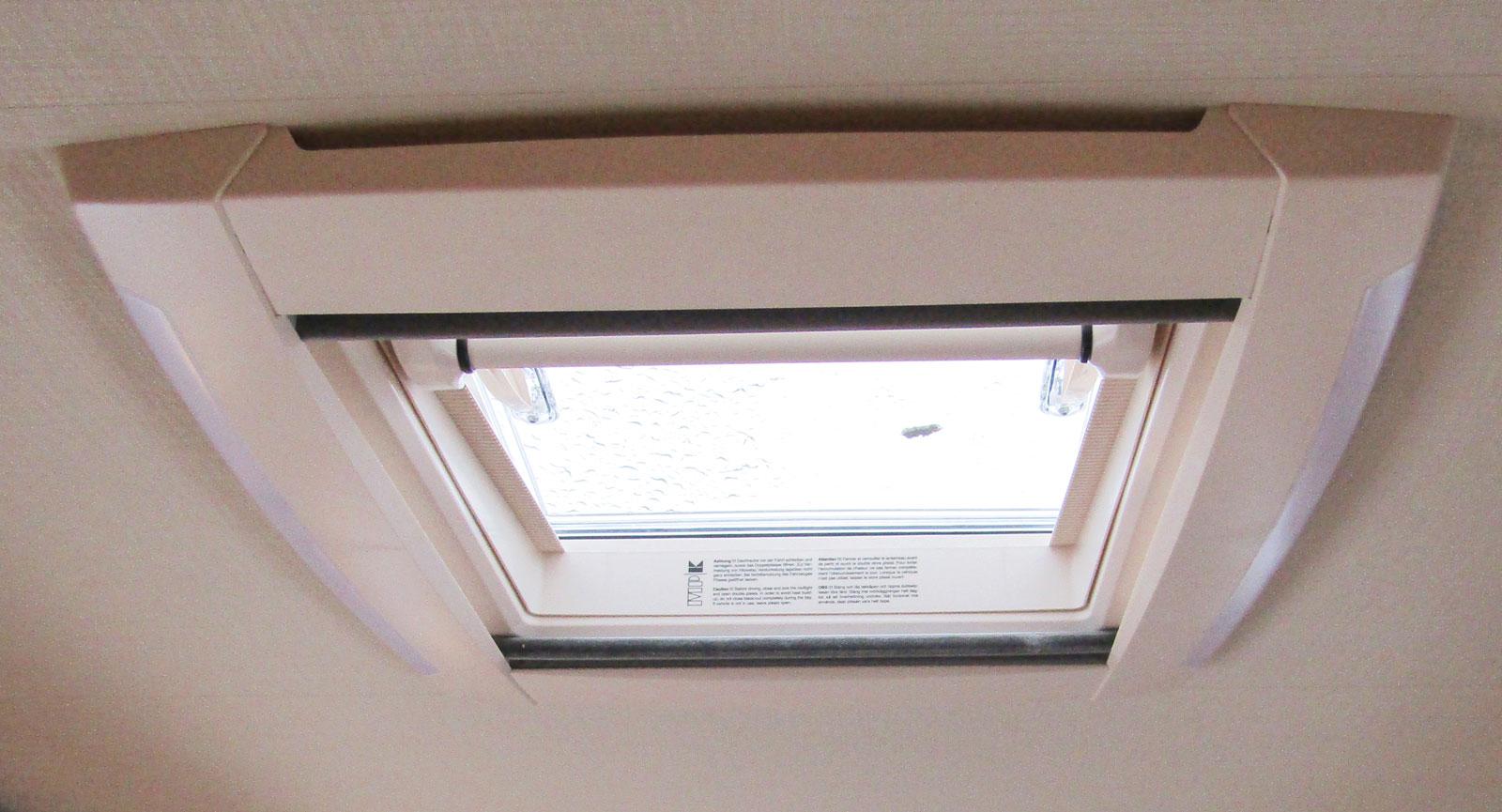 Totalt tre takluckor bidrar till en ljus inomhusmiljö.