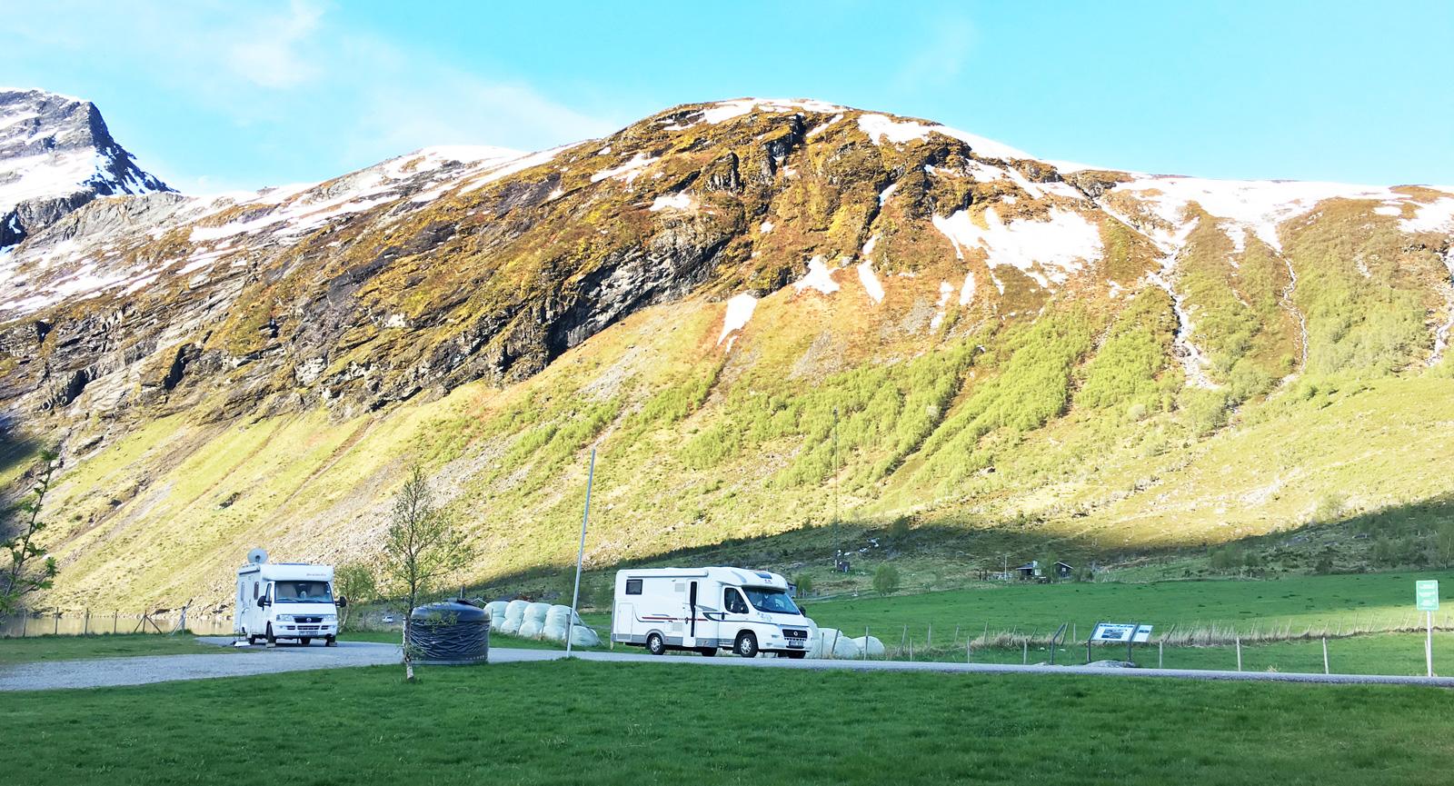 Rastplatsen invid Eidsvattnet. Övernattning är inte tillåten här men inte långt härifrån finns annars en camping.