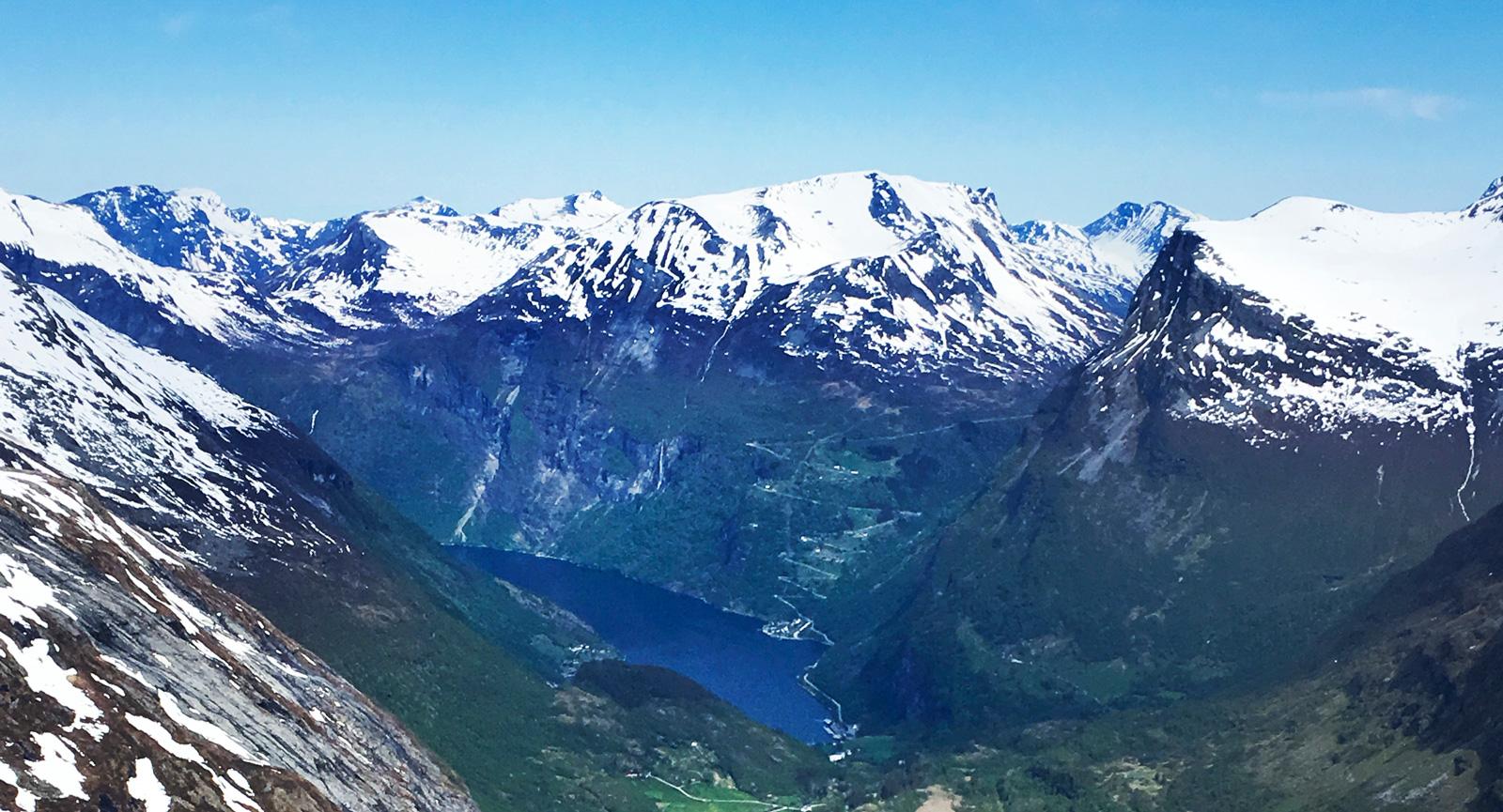 Den smått galna utsikten från Dalsnibba får avsluta. Nu återstår dock vackra och mer normala Gudbransdalen på väg hem eller för dig som vill se mer kan en tur till Stryn eller tidigare nämnda Ålesund rekommenderas.