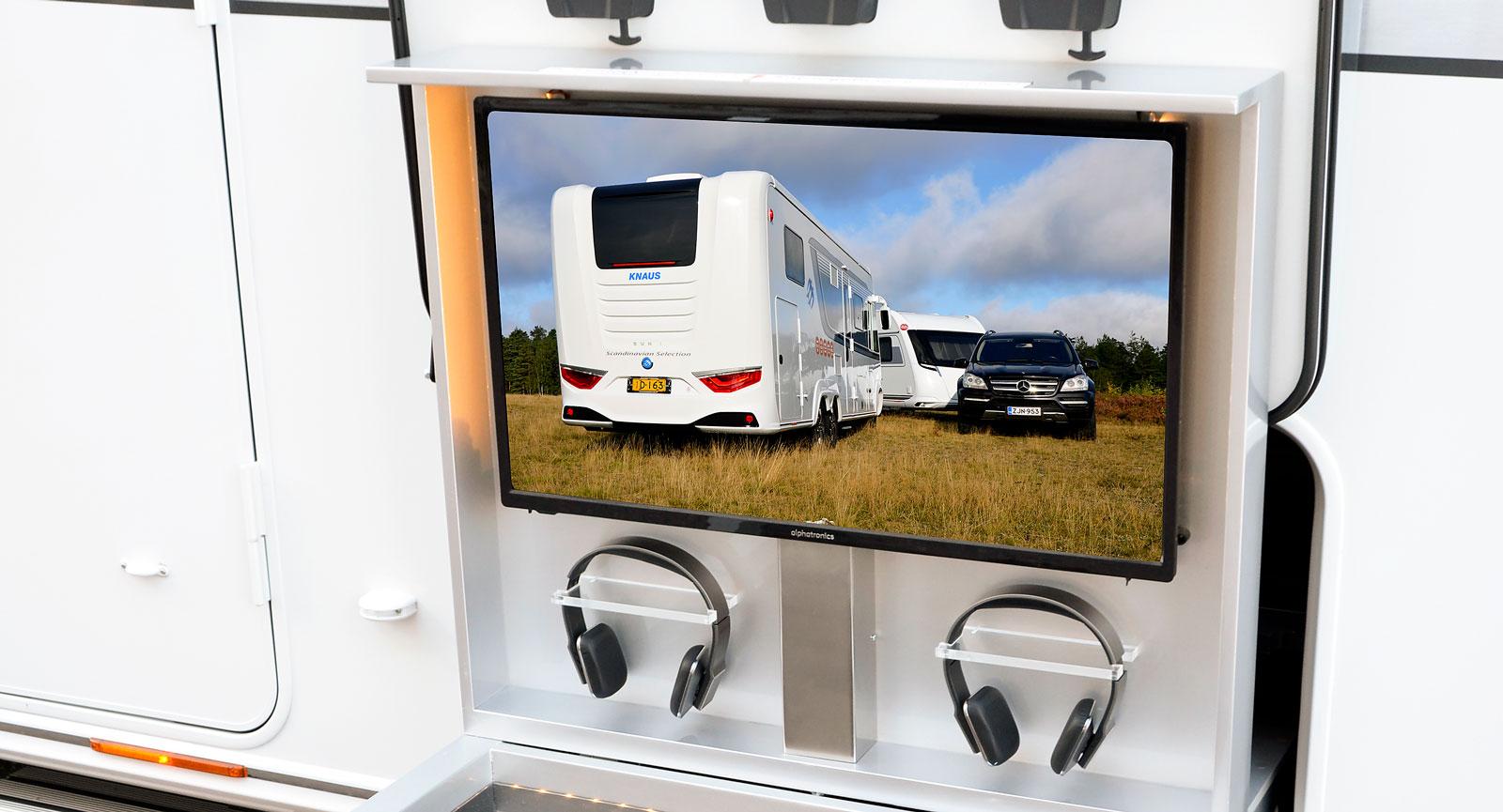testbilen har ytterligare en 32-tums tv i lastluckan för att kunna njuta av favoritprogrammen även utomhus. Ett experiment med inspiration från USA för att kolla mottagandet i Europa.