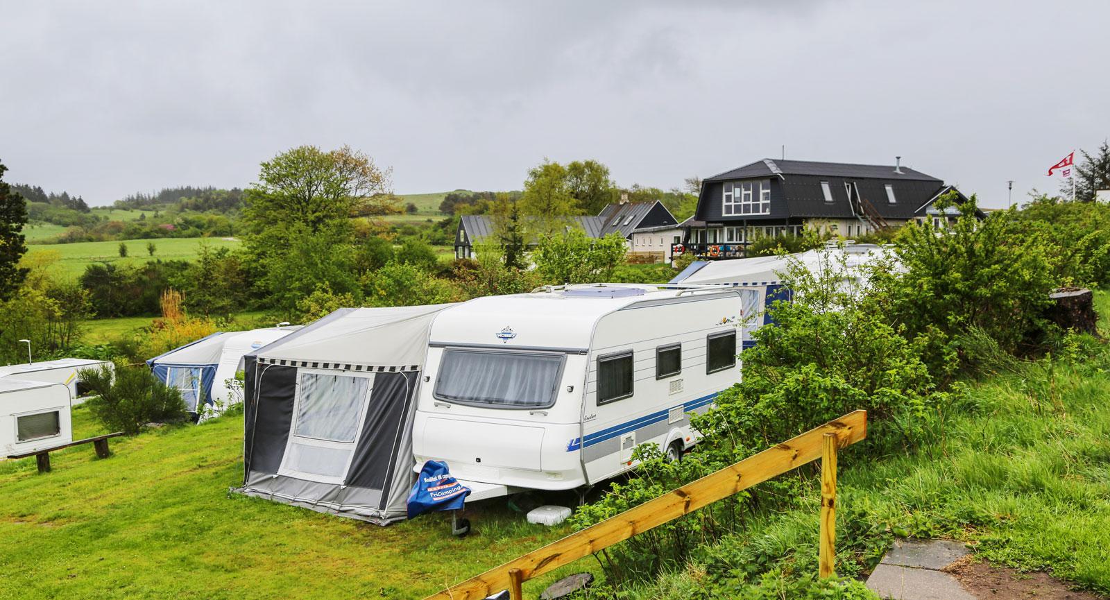 Nivåskillnaden är stor på campingen vilket medför att de flesta har utsikt över Limfjorden.