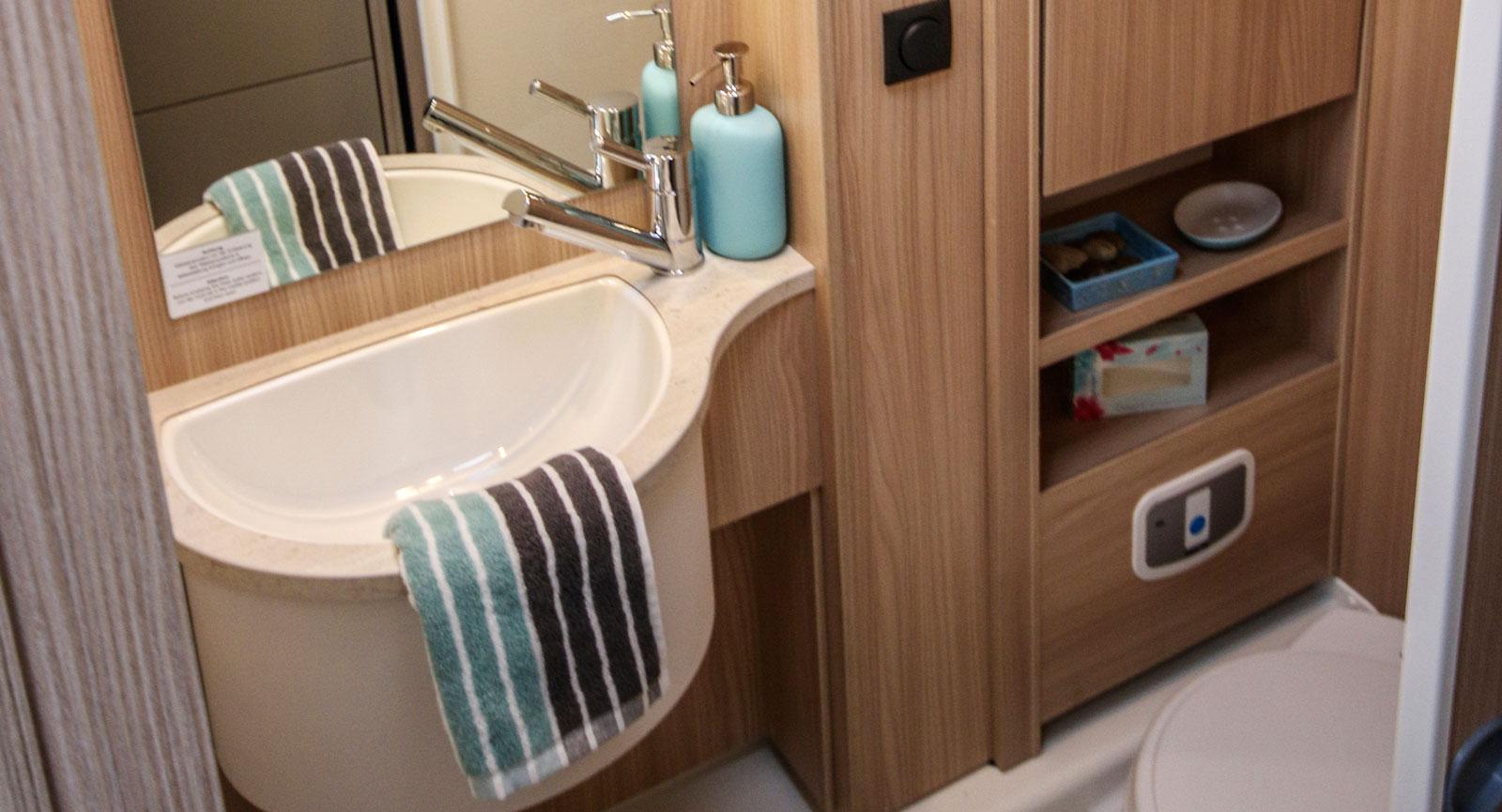 Det finns några detaljer som behöver åtgärdas på toaletten innan det är exemplariskt för barnfamiljen.