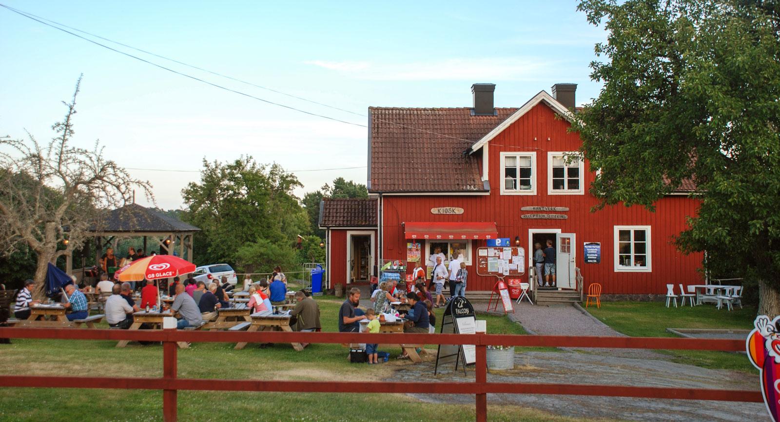 En av många härliga sommarkvällar med underhållning på Pub Sumpen.