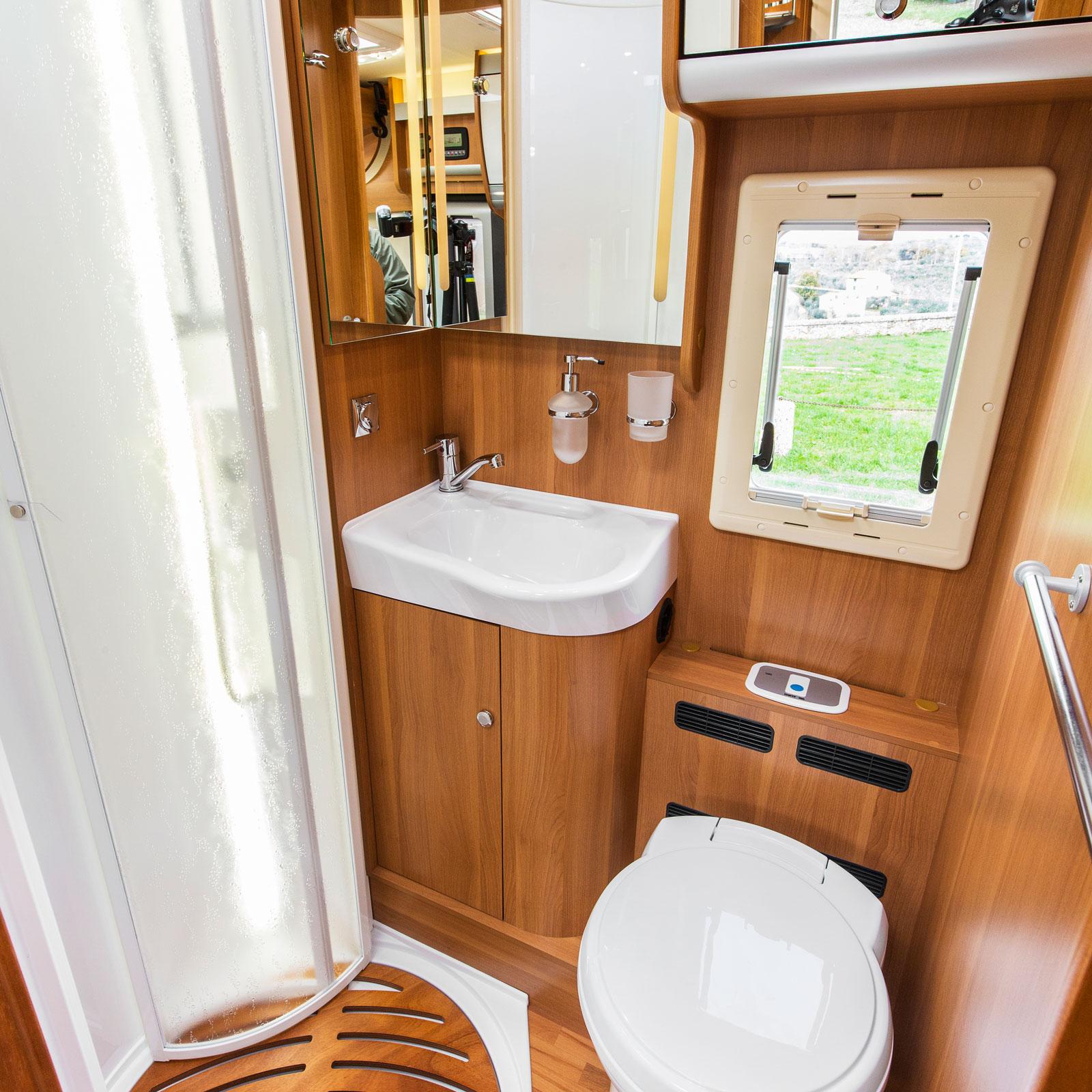 Tjusigt. Badrummet är riktigt rymligt och trevligt designat. En plump i protokollet är att det är god insyn utifrån vilket kan störa.