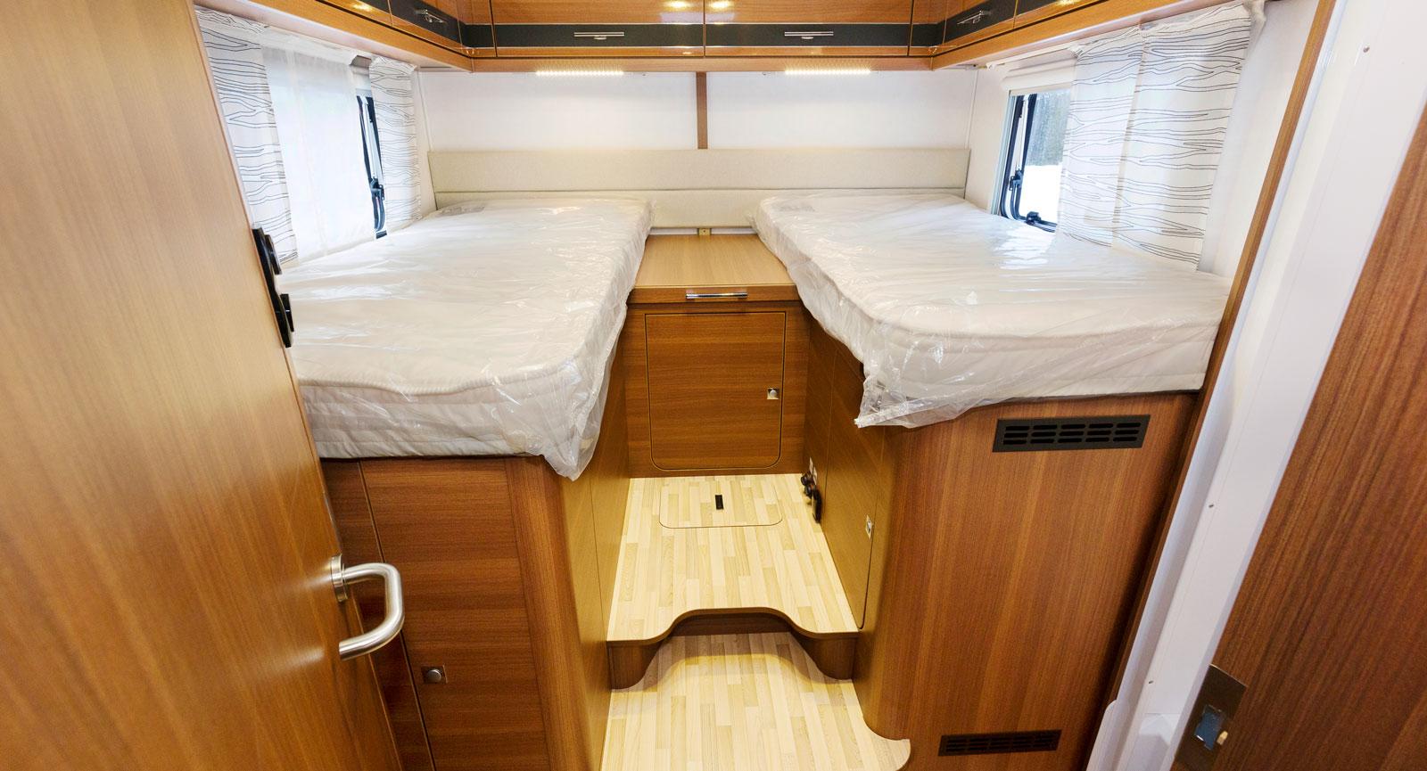 Zzz. Populära långbäddar som är högt placerade för att ge mer lastrum undertill.
